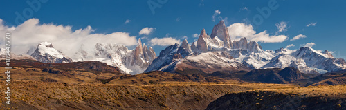 Carta da parati Fitz Roy mountain panorama, in the Southern Patagonia, on the border between Arg