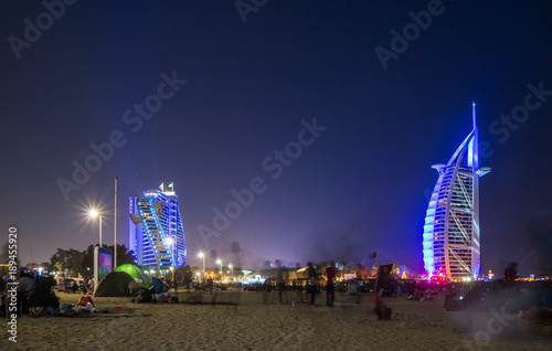 Платно People waiting for new year celebration at the beach in last day of the year