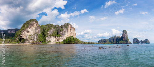 Foto op Canvas Cathedral Cove Popular travel tropical karst rocks Railay