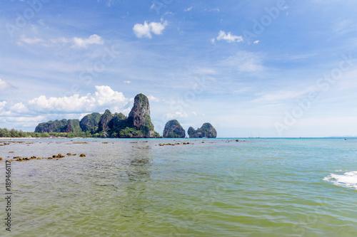 Foto op Aluminium Cathedral Cove Popular travel tropical karst rocks Railay