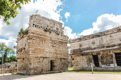 Foto op Aluminium Oude gebouw Mayan architecture in Chichen Itza Mexico