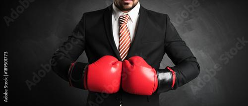 Geschäftsmann boxt sich durch Poster Mural XXL