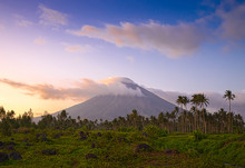 Vulcano Mount Mayon In The Phi...
