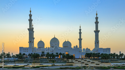 Sonnenuntergang an der Grand Mosque in Abu Dhabi