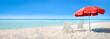 Strand Panorama mit Liegestühlen und Sonnenschirm