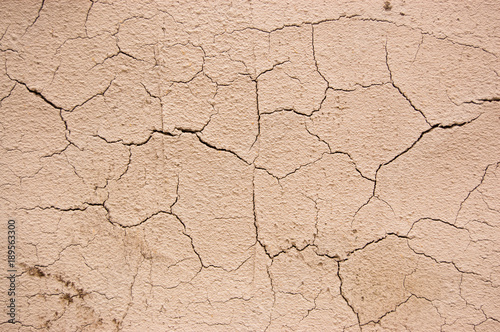Láminas  cracked plaster of beige similar to the cracked earth in the desert