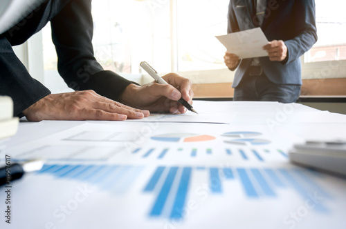 Fotografía executive business colleagues start up work on information financial documents