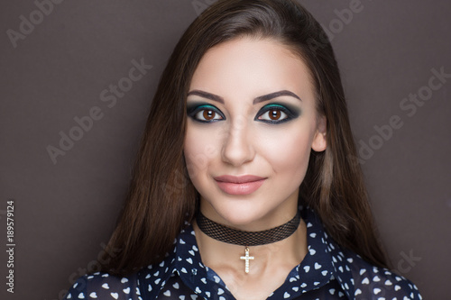 Fotografía stylish girl with choker