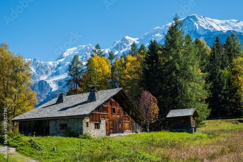 Foto auf Gartenposter Gebirge Mountain Chalet