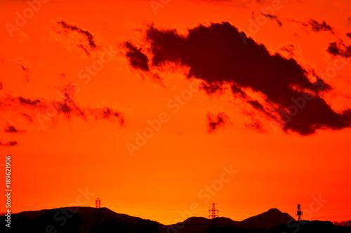 夕焼け/特別寒い冬の夕暮れ。綺麗な夕日とオレンジ色に染まります。