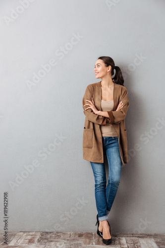 Photo  Full length of an attractive young asian woman