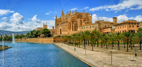 Photo  La Seu, the gothic medieval cathedral of Palma de Mallorca, Spain