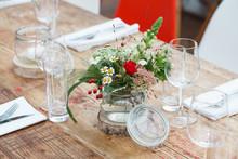 Florale Tischdekoration