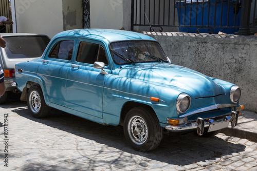 Türaufkleber Autos aus Kuba Wunderschöner blauer Oldtimer auf Kuba (Karibik)