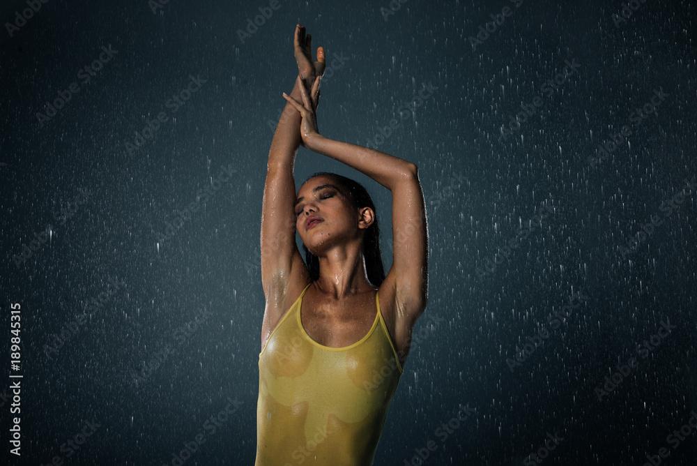 Fototapety, obrazy: Woman under the rain