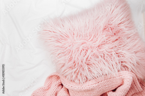 Fotografie, Obraz  Bedding with a pink pillow and knitted plaid