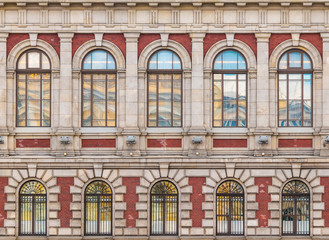 Panel Szklany Architektura Several windows in a row on the facade of the urban historic building front view, Saint Petersburg, Russia