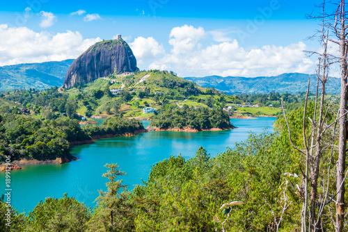 Foto  panoramic view of Penol lake and the famous homonym stone Guatape