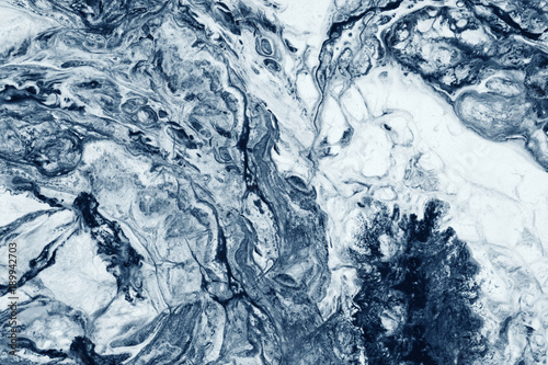 efekt-przeplywu-plama-marmur-odcien-niebieski-i-bialy
