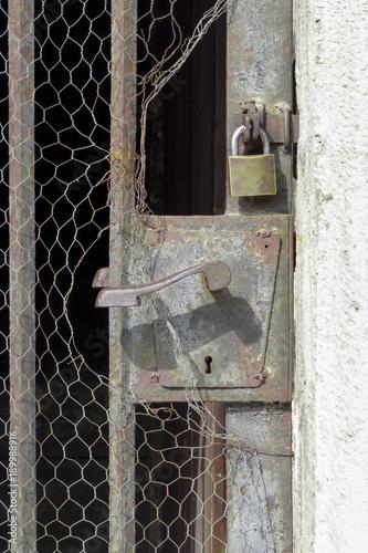 Fotografie, Obraz  Poignée de porte en fer extérieure
