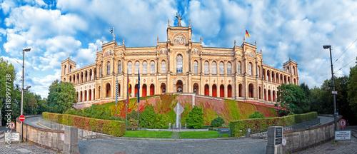 Fototapeta premium Maximilianeum z Monachium z Parlamentem, Bawaria