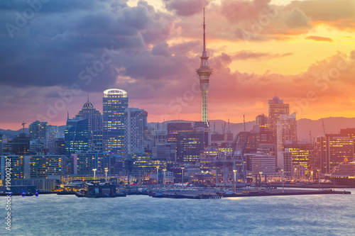 Poster Nouvelle Zélande Auckland. Cityscape image of Auckland skyline, New Zealand during sunset.