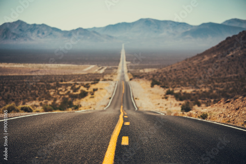 Tuinposter Verenigde Staten Classic Highway scene in the American West, USA