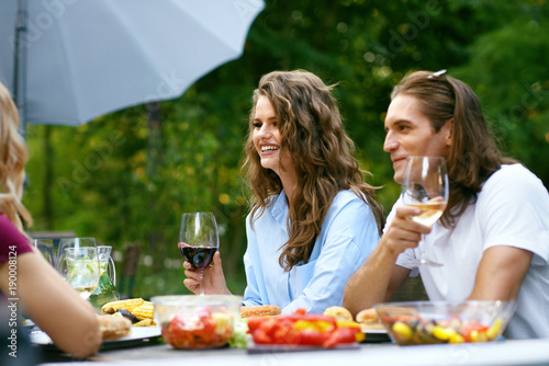 Poster Cuisine Happy Friends In Outdoor Picnic Party Having Fun