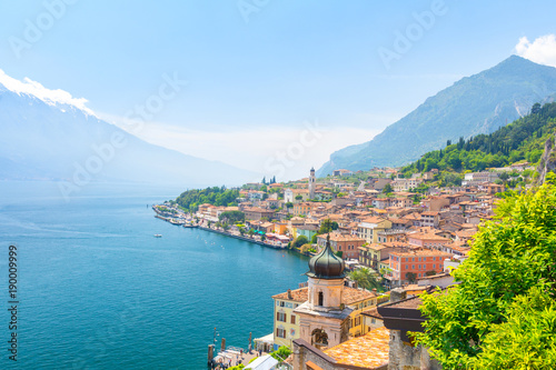 Carta da parati amazing view on Limone Sul Garda town on Lake Garda