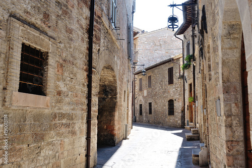 Tuinposter Oude verlaten gebouwen Medieval street in the Italian hill town of Assisi. The traditional italian medieval historic center in Umbria. Italy