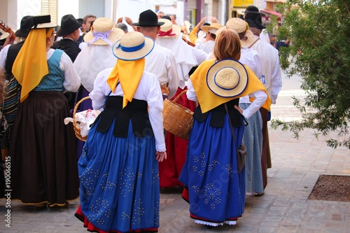 Photo  Locals in traditional dresses enjoy singing at a public festival in San Sebastia