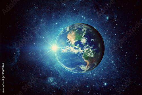 Ziemia, słońce i galaktyka. Elementy tego zdjęcia dostarczone przez NASA