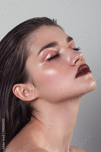 Fotografia  Beauty portrait of woman with wet skin and and dark lipstick