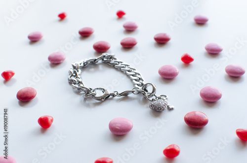 Photo  the perfect valentines gift for her a shiny bracelet with chocolate