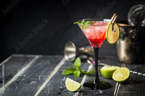 Pinturas sobre lienzo  Fresh classic lime margarita cocktail