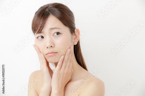 Fotografie, Obraz  悩む・スキンケア・若い女性
