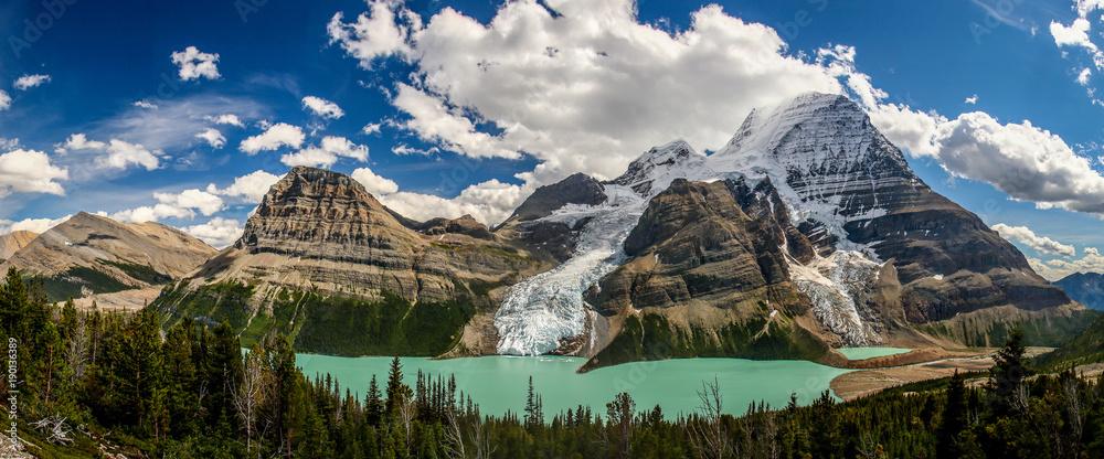 Fototapeta Berg Lake in Mt. Robson provincial park, Canada