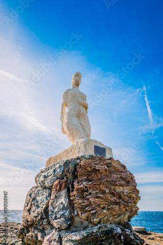 Zdjęcie XXL Statua Wenus wyłaniająca się z fal na wyspach Gaou w Six-Fours-les-Plages, Brusc