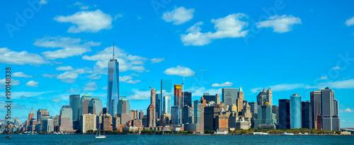 El Skyline de Manhattan, Nueva York, viajando hacia la Isla de la Libertad