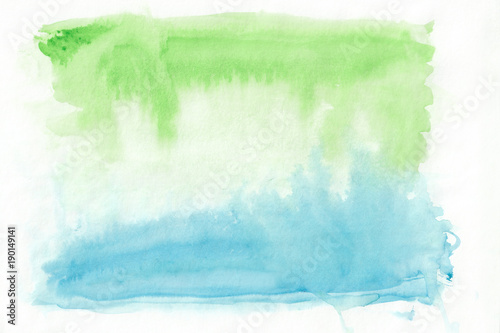 Photo  Green watercolour gorizontal gradient background painted on the special watercolor paper