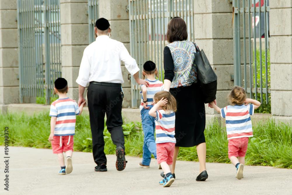 Fototapety, obrazy: Hasidic Jewish Family
