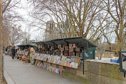 Photo Stands Paris Paris bouquiniste sur les quais de Seine