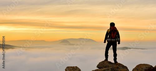 Canvas Prints Mountaineering Muhteşem Doğanın Tadını Çıkaran Doğa Tutkunu Adam