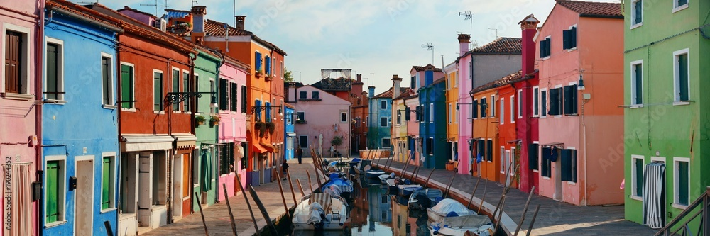 Fotografía  Colorful Burano canal panorama view