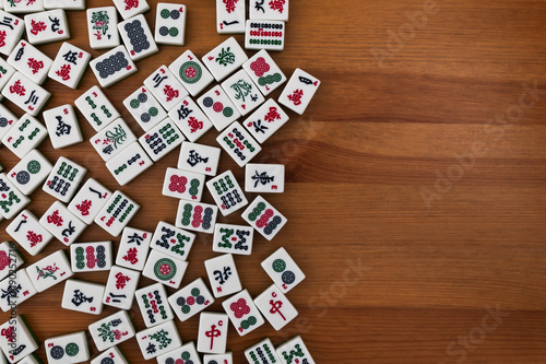 Photo White-green tiles for mahjong on a brown wooden background
