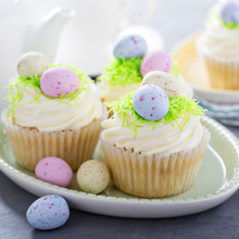 Easter Vanilla Cupcakes With C...