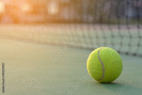 Photo Tennis ball on tennis courts