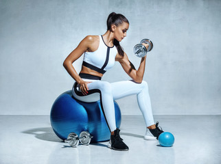 Strong woman working out wi...