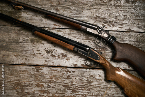 Poster Chasse Two old antique shotguns rifle