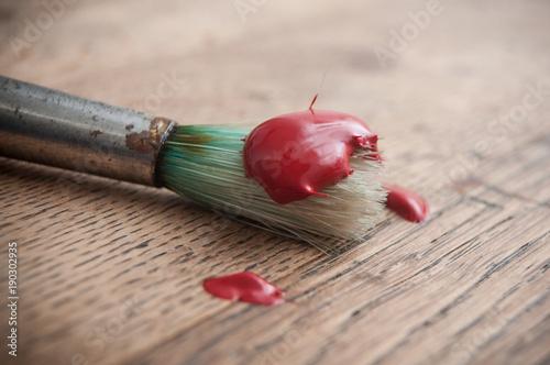 Peinture Acrylique Rouge Sur Pinceau Sur Table En Vieux Bois Buy